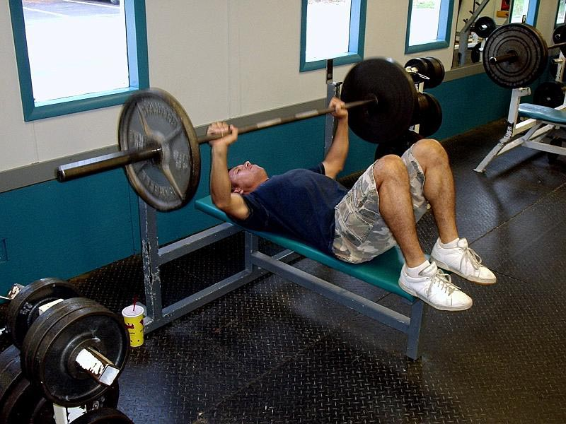 bench press with feet on bench
