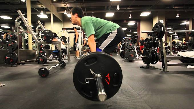 deadlift mistakes looking up